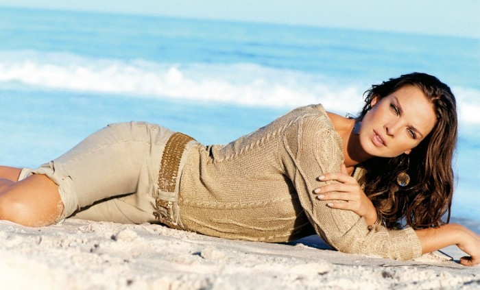 Letícia Birkheuer a un corps sublime en bikini