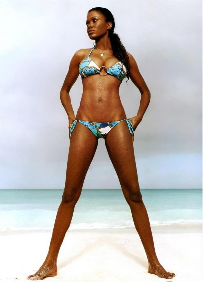 Carla Campbell est irrésistible en bikini
