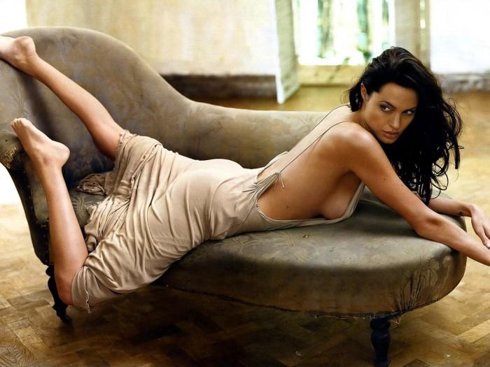Angelina Jolie est la sexy Lara Croft dans Tomb Raider