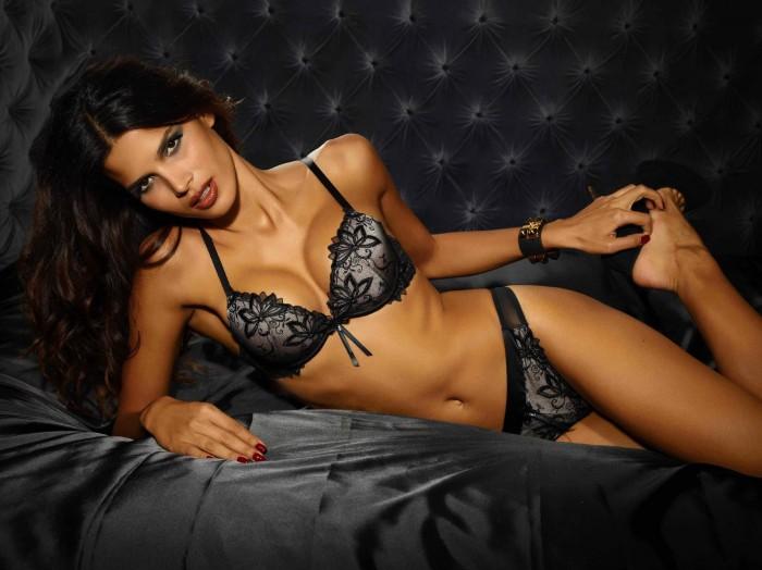 Raica Oliveira est à tomber en bikini