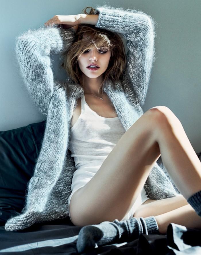Sasha Luss dévoile un corps magnifique en lingerie