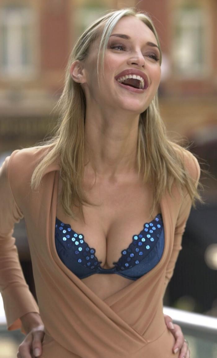 Inna Zobova est très sexy en lingerie