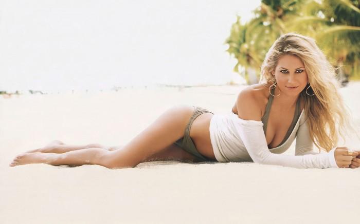 Anna Kournikova est vraiment torride en bikini