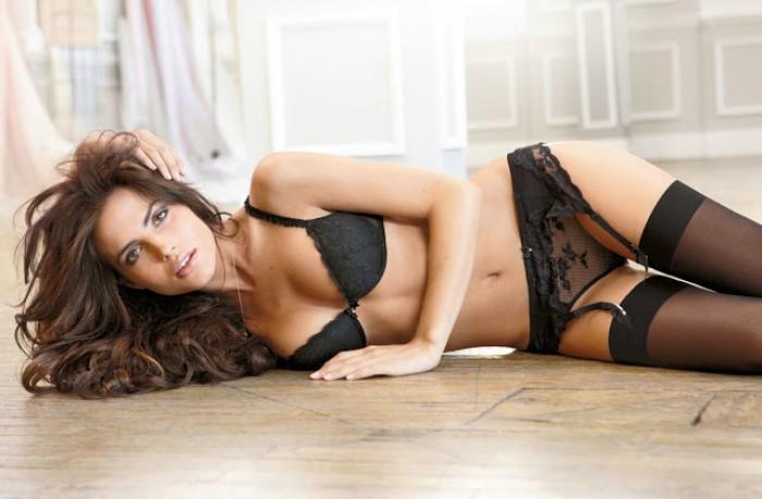 Bianca Balti nous fait découvrir son élégance en lingerie