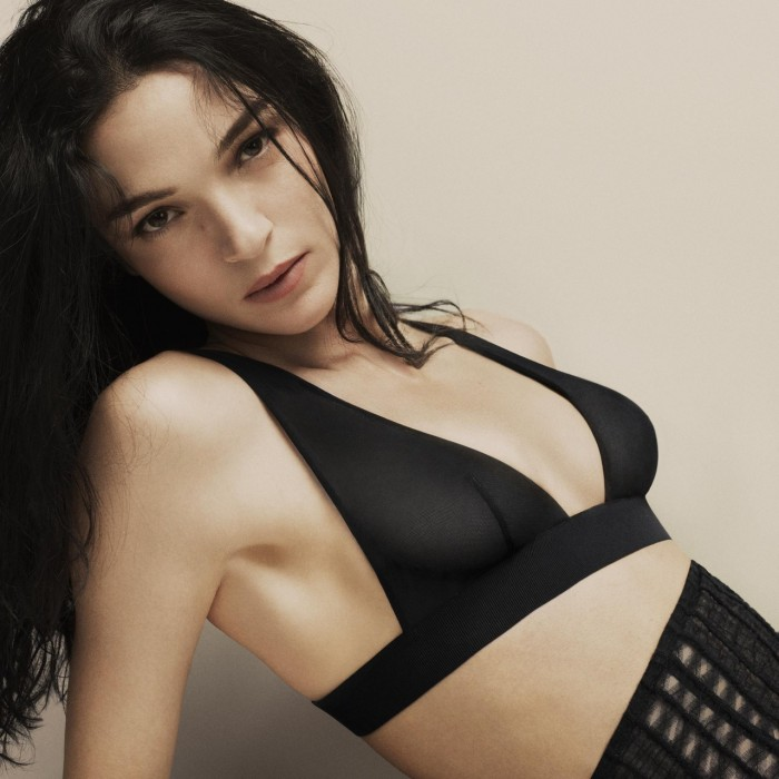Mariacarla Boscono est vraiment superbe en lingerie