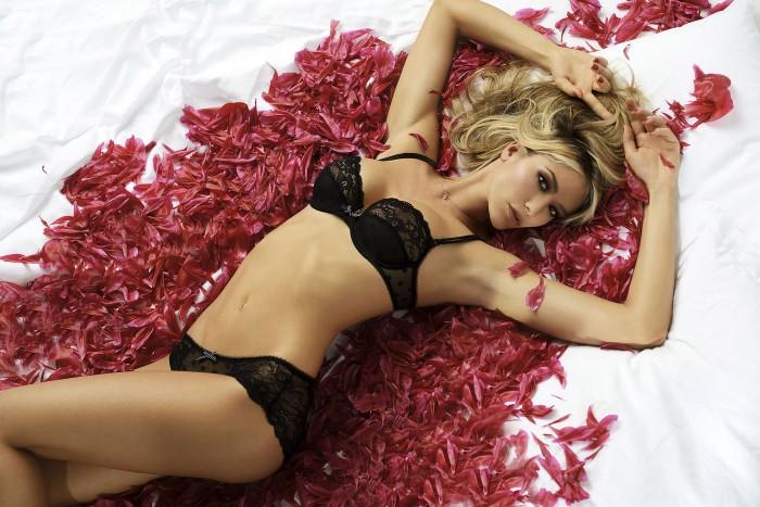 Elena Santarelli est irrésistible en lingerie sexy