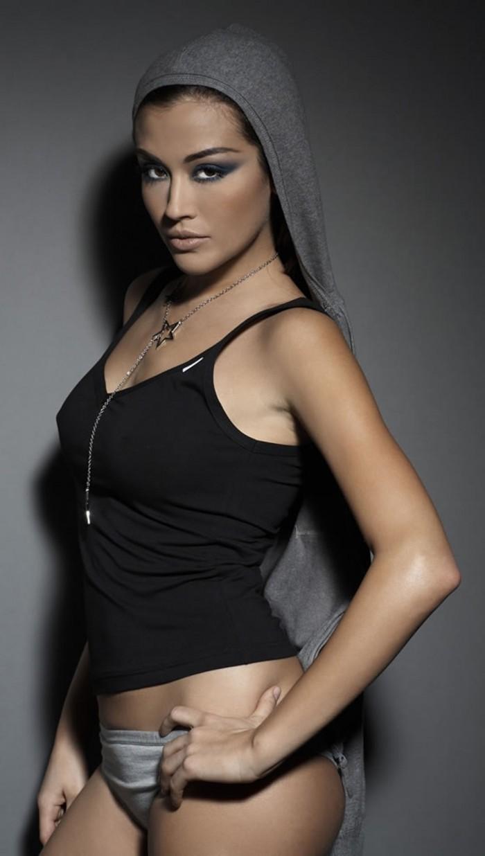 Giorgia Palmas est tellement belle en lingerie