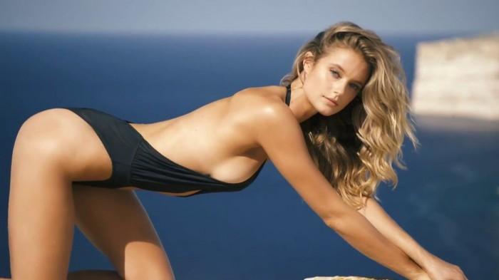 Kate Bocka a des atouts sexy en bikini