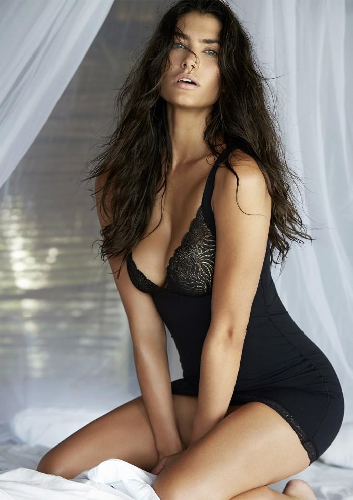 Lauren Mellor est carrément sexy en lingerie